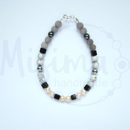 Дамска гривна от естествени перли, сив нефрит, хематит, туркенит, оникс и сребро