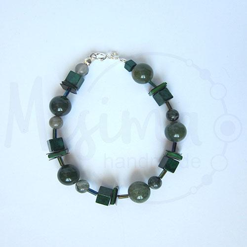 Дамска гривна от зелен мъхест ахат, мрамор изумруд, седеф и сребро