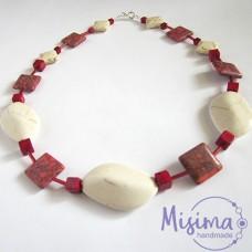 Дамско колие от бял тюркоаз, червен тюркоаз, мрамор корал и сребро
