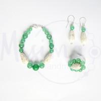 Дамски комплект гривна, обеци и пръстен от зелен авантюрин, бял тюркоаз и сребро