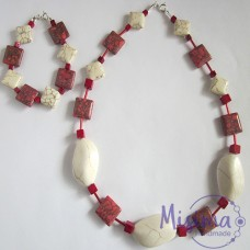 Дамски комплект колие и гривна от бял тюркоаз, червен тюркоаз, мрамор корал и сребро