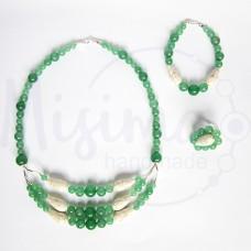 Дамски комплект колие, гривна и пръстен от зелен авантюрин, бял тюркоаз и сребро