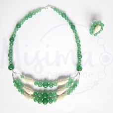 Дамски комплект колие и пръстен от зелен авантюрин, бял тюркоаз и сребро