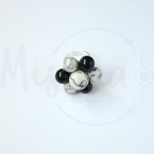 Дамски пръстен от бял тюркоаз, туркенит, оникс и сребро