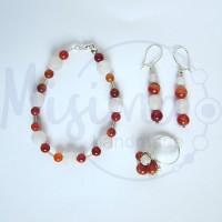 Дамски комплект гривна, обеци и пръстен от бял ахат, червен сардоникс и сребро