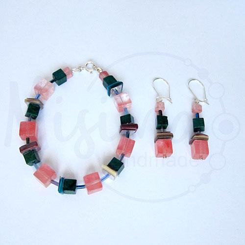 Дамски комплект гривна и обеци от вишнев кварц, седеф, мрамор изумруд и сребро