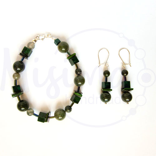 Дамски комплект гривна и обеци от зелен мъхест ахат, мрамор изумруд, седеф и сребро