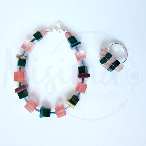 Дамски комплект гривна и пръстен от вишнев кварц, седеф, мрамор изумруд и сребро