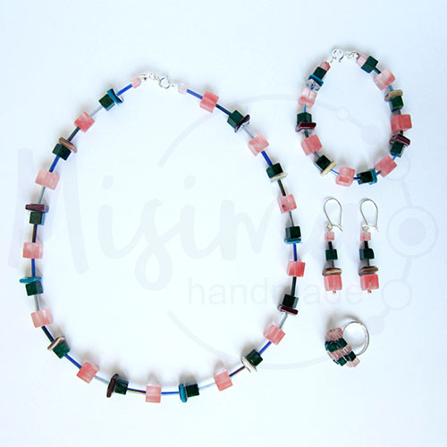 Дамски комплект колие, гривна, обеци и пръстен от вишнев кварц, седеф, мрамор изумруд и сребро