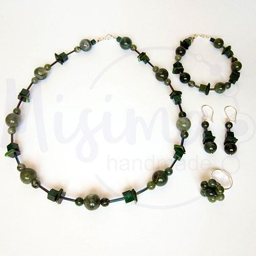 Дамски комплект колие, гривна, обеци и пръстен от зелен мъхест ахат, мрамор изумруд, седеф и сребро