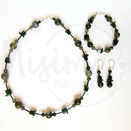 Дамски комплект колие, гривна и обеци от зелен мъхест ахат, мрамор изумруд, седеф и сребро
