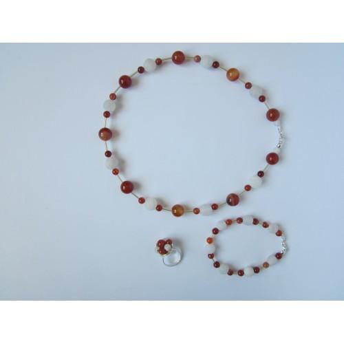 Дамски комплект колие, гривна и пръстен от бял ахат, червен сардоникс и сребро