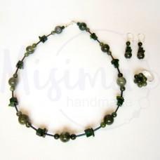 Дамски комплект колие, обеци и пръстен от зелен мъхест ахат, мрамор изумруд, седеф и сребро
