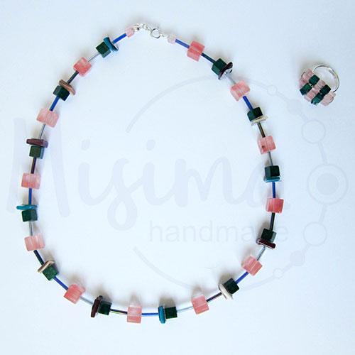 Дамски комплект колие и пръстен от вишнев кварц, седеф, мрамор изумруд и сребро