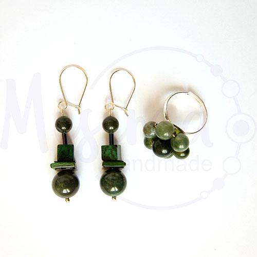 Дамски комплект обеци и пръстен от зелен мъхест ахат, мрамор изумруд, седеф и сребро
